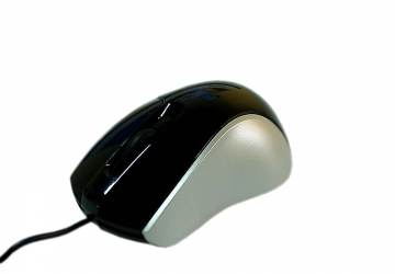 Mouse PS/2. Posee rueda de scroll.