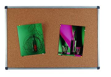Pizarra de corcho 90 x 120 cm con marco de aluminio en planetoffice - Pizarra corcho ...